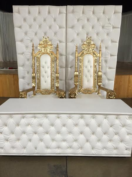 WHITE LEATHER TUFTED HEAD TABLE WITH GOLD THRONE CHAIRS AND MATCHING BACKDROP LOS ANGELES